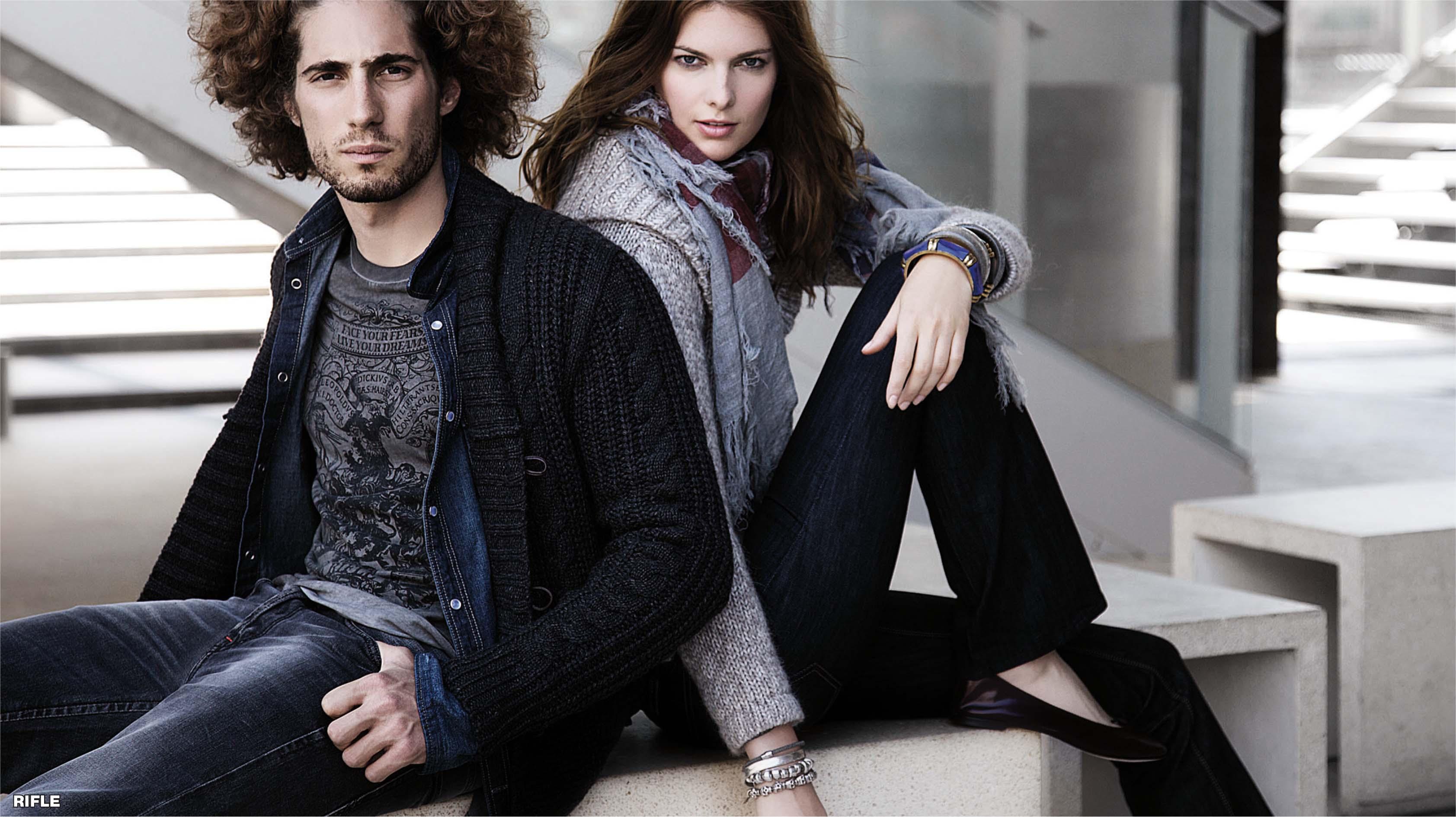 92c71922eda4 RIFLE je najstaršia talianska džínsová značka založená v roku 1958  súrodencami Fratini. Dvaja podnikatelia dovozom amerických džínsov